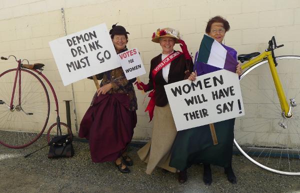 OamaruCostume-Suffragettes1