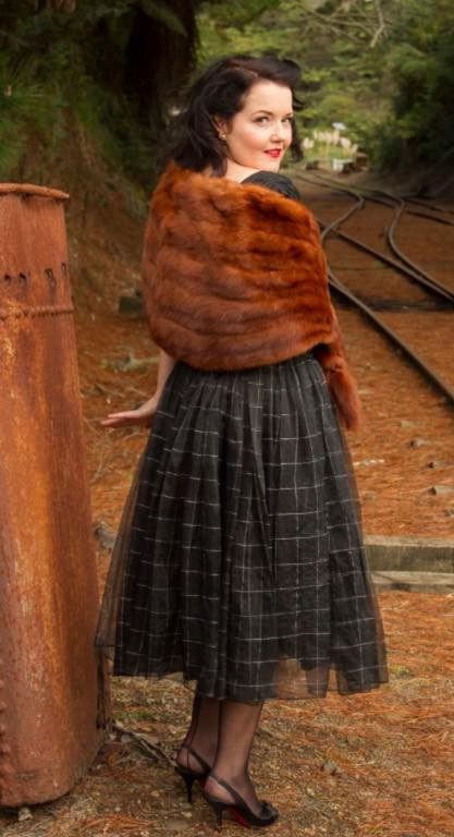 Pin up Karen Lovegrove models a vintage fur stole for us. Note her use of color and texture contrast so that the stole enhances her style.